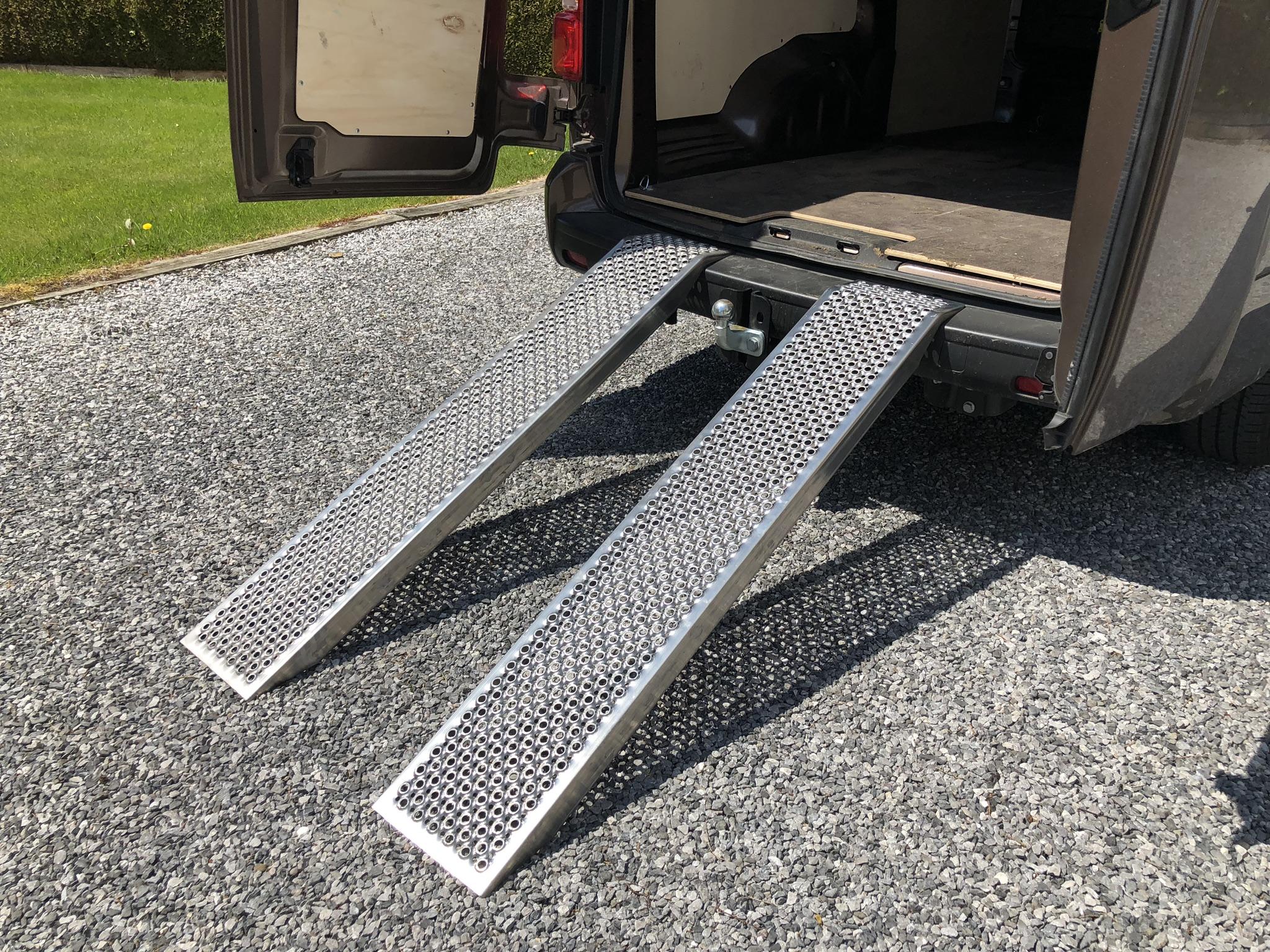 Rampes de chargement perforées pour véhicules