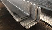 Cornières en acier brut ou galvanisé